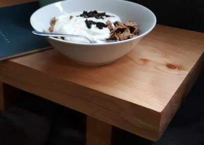 Snídaňový stolek