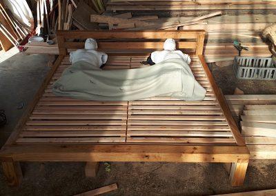 Dubová postel s čelem