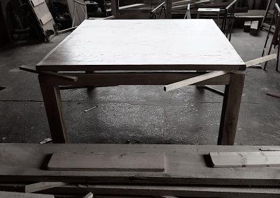 Dubový stůl čtvercový